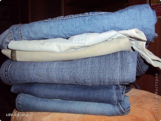 Я тоже попробывала шить и мне так понравилось!А еще больше надоело,что джинсы которыми не пользуемся перекладываем с полки на полку потому что выбросить рука не поднимается.И так не судите строго-это мой дебют. фото 1