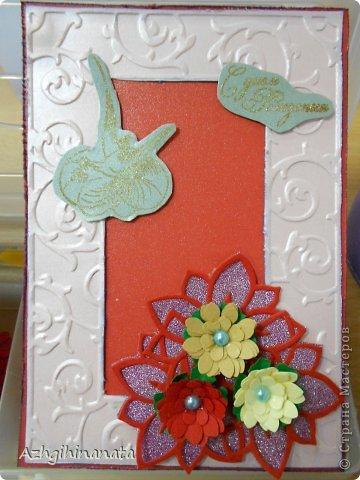 Две открытки с использованием биг-шота (тиснение рамки, подложка для цветов), штампинг с горячим эмбросингом (птица и надпись), дырокольные цветы с мокрым тиснением, бусины, бумага шелковая с металликом. фото 3
