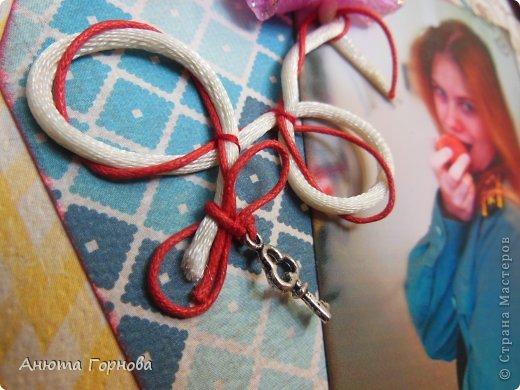 Страничка о себе любимой - открывает 2011 год в альбоме =)  Фотография как-то не очень четко вышла... Фотографировала впервые утром! =) фото 2
