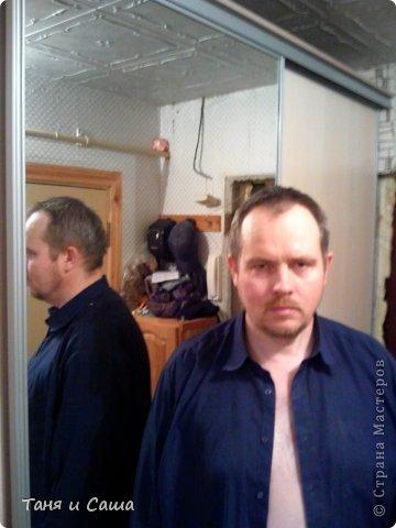 Готовый шкаф и мастер по этому шкафу (мой муж - Сергей) Имея в коридоре пять дверей, я стала задумываться как бы сделать там шкафчик, который бы не мешал никому и в тоже время спрятал всю верхнюю одежду, обувь и всякую мелочь.  фото 17
