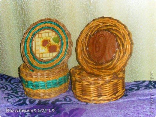 Здравствуйте жители СМ!Осваиваю новые ,для меня,виды плетения.Плела из газетных трубочек,покрашенных водной морилкой-мокко и листвинница.Зелёные трубочки-зелёнкой. фото 1