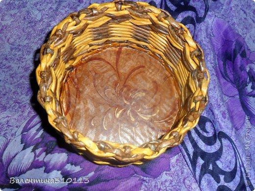 Здравствуйте жители СМ!Осваиваю новые ,для меня,виды плетения.Плела из газетных трубочек,покрашенных водной морилкой-мокко и листвинница.Зелёные трубочки-зелёнкой. фото 3