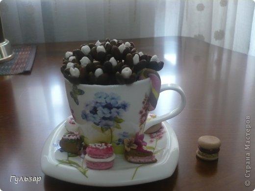 Вот такая чашечка получилась,кофейные цветочки и пирожные из глины собственного изготовления,буду раду критике и советам! фото 1