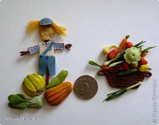 Как говорится: «Готовь сани летом», вот и я покажу вам урожай, сделанный еще прошлой осенью, но может кому-то пригодится и весной. Все овощи из самоварной  массы «холодный фарфор», но вполне могут быть сделаны и из пластики, а может и из соленого теста.  фото 2