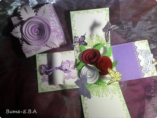 Здравствуйте мои дорогие! Хочу показать вам коробочки которые я подготовила для детей для подарков для мам и бабушек к 8 марта. Для тех кто еще не знает... я иногда провожу мастер классы  в классе где учится моя дочь Маша. Уже прошла неделя как прошел этот урок, а я все ни как не покажу вам эти симпотяжки. Хотелось подготовить для них нечто больше чем открытки, что то объемное.. вот и придумалось мне подготовить для них коробочку с разными сюрпризами. Для них это было совершенно что то новое и необыкновенное. Так как работы было там много, я сделала для них готовые шаблоны, пропечатала все штампиками, нарезала кармашки, пропечатала бирочки и рамочки. Бабочки и надписи, напечатала на принтере учительница, накрутили с ней пружинки и прикрепили к будущей полянке (карточка которую вклеивали в середину коробочки)так же нарезала и листики для розочек.. и чтоб меньше возится с клеем, везде наклеила двухсторонний скотч. Так что дети только вырезали бабочек, бирочки, розочки резали,накручивали и склеивали, приклеивали листики к розочкам, бабочек приклеивали к пружинкам, делали полянку и приклеивали в середину коробочки, крепили белую розу на крышку.. вообщем все что они делали, заняло времени больше чем один урок но главное что они все успели сделать....и было очень приятно наблюдать за ними, ведь в  классе стояла такая тишина, что чувствовалось как они испытывали сплошное удовольствие от этой работы.. и они такие радостные пошли домой с подарками!!!.............. В общем я вам покажу коробочку первую, какую делали в классе, а потом покажу весь процесс сборки..... и еще одну коробочку с другими узорами  фото 8