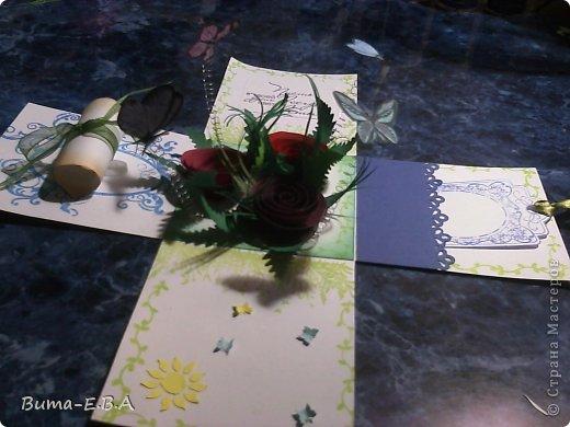 Здравствуйте мои дорогие! Хочу показать вам коробочки которые я подготовила для детей для подарков для мам и бабушек к 8 марта. Для тех кто еще не знает... я иногда провожу мастер классы  в классе где учится моя дочь Маша. Уже прошла неделя как прошел этот урок, а я все ни как не покажу вам эти симпотяжки. Хотелось подготовить для них нечто больше чем открытки, что то объемное.. вот и придумалось мне подготовить для них коробочку с разными сюрпризами. Для них это было совершенно что то новое и необыкновенное. Так как работы было там много, я сделала для них готовые шаблоны, пропечатала все штампиками, нарезала кармашки, пропечатала бирочки и рамочки. Бабочки и надписи, напечатала на принтере учительница, накрутили с ней пружинки и прикрепили к будущей полянке (карточка которую вклеивали в середину коробочки)так же нарезала и листики для розочек.. и чтоб меньше возится с клеем, везде наклеила двухсторонний скотч. Так что дети только вырезали бабочек, бирочки, розочки резали,накручивали и склеивали, приклеивали листики к розочкам, бабочек приклеивали к пружинкам, делали полянку и приклеивали в середину коробочки, крепили белую розу на крышку.. вообщем все что они делали, заняло времени больше чем один урок но главное что они все успели сделать....и было очень приятно наблюдать за ними, ведь в  классе стояла такая тишина, что чувствовалось как они испытывали сплошное удовольствие от этой работы.. и они такие радостные пошли домой с подарками!!!.............. В общем я вам покажу коробочку первую, какую делали в классе, а потом покажу весь процесс сборки..... и еще одну коробочку с другими узорами  фото 32
