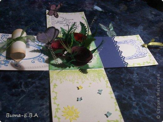 Здравствуйте мои дорогие! Хочу показать вам коробочки которые я подготовила для детей для подарков для мам и бабушек к 8 марта. Для тех кто еще не знает... я иногда провожу мастер классы  в классе где учится моя дочь Маша. Уже прошла неделя как прошел этот урок, а я все ни как не покажу вам эти симпотяжки. Хотелось подготовить для них нечто больше чем открытки, что то объемное.. вот и придумалось мне подготовить для них коробочку с разными сюрпризами. Для них это было совершенно что то новое и необыкновенное. Так как работы было там много, я сделала для них готовые шаблоны, пропечатала все штампиками, нарезала кармашки, пропечатала бирочки и рамочки. Бабочки и надписи, напечатала на принтере учительница, накрутили с ней пружинки и прикрепили к будущей полянке (карточка которую вклеивали в середину коробочки)так же нарезала и листики для розочек.. и чтоб меньше возится с клеем, везде наклеила двухсторонний скотч. Так что дети только вырезали бабочек, бирочки, розочки резали,накручивали и склеивали, приклеивали листики к розочкам, бабочек приклеивали к пружинкам, делали полянку и приклеивали в середину коробочки, крепили белую розу на крышку.. вообщем все что они делали, заняло времени больше чем один урок но главное что они все успели сделать....и было очень приятно наблюдать за ними, ведь в  классе стояла такая тишина, что чувствовалось как они испытывали сплошное удовольствие от этой работы.. и они такие радостные пошли домой с подарками!!!.............. В общем я вам покажу коробочку первую, какую делали в классе, а потом покажу весь процесс сборки..... и еще одну коробочку с другими узорами  фото 33