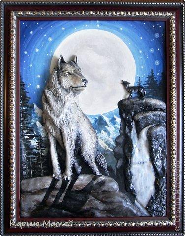"""Доброй ночи жители чудесной страны мастеров! Сегодня я представляю Вашему вниманию несколько работ. Одна из которых """"Вожак стаи"""", этот заказ я делала с огромным удовольствием т.к  давно хотела попробовать сделать волков. Волк - это, в первую очередь, высший символ свободы в животном мире, символ самостоятельности и бесстрашия. В любой схватке волк борется до победы или до смерти. Волк - это и символ высокой нравственности, преданности семье. Волк - символ справедливости и честолюбия. В обычных условиях волк не допустит, со своей стороны, обидеть более слабого. В целом образ волка связывается с символикой войны, Он являлся животным, посвященным богу войны Марсу, олицетворял воинскую доблесть у римлян и египтян.   Они выходят на охоту ночью, Укрытые спасительницей- тьмой: Лишь тени, незаметные всем прочим, Изгнанники, забытые судьбой.  В их стае властвуют свои порядки: Вожак- хранитель мудрости веков, Ведёт он стаю на охоту, в схватки, Он много видел и на многое готов.  (автор не известен)   фото 2"""