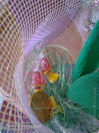 Заказали мне к 8 марта десять одинаковых, и не дорогих букетов...для меня это был первый такой большой заказ, долго ломала голову и остановила свой выбор на тюльпанах с нарциссами... на этой фотографии собрана лишь часть композиций, а остальные цветы ждут своей очереди... фото 4