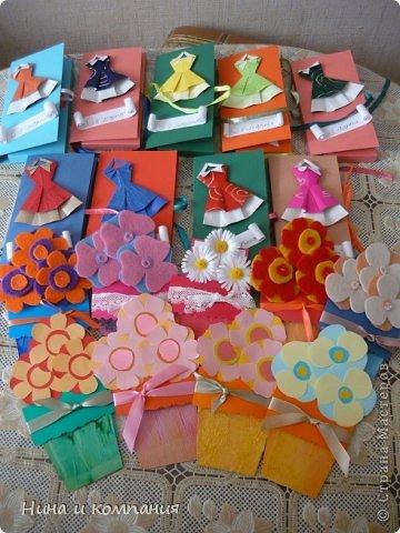 Такие открытки и шоколадница мои дети делали в подарок на 8 марта, а я им немного помогала. фото 17
