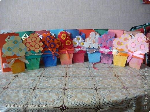 Такие открытки и шоколадница мои дети делали в подарок на 8 марта, а я им немного помогала. фото 19