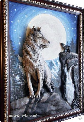 """Доброй ночи жители чудесной страны мастеров! Сегодня я представляю Вашему вниманию несколько работ. Одна из которых """"Вожак стаи"""", этот заказ я делала с огромным удовольствием т.к  давно хотела попробовать сделать волков. Волк - это, в первую очередь, высший символ свободы в животном мире, символ самостоятельности и бесстрашия. В любой схватке волк борется до победы или до смерти. Волк - это и символ высокой нравственности, преданности семье. Волк - символ справедливости и честолюбия. В обычных условиях волк не допустит, со своей стороны, обидеть более слабого. В целом образ волка связывается с символикой войны, Он являлся животным, посвященным богу войны Марсу, олицетворял воинскую доблесть у римлян и египтян.   Они выходят на охоту ночью, Укрытые спасительницей- тьмой: Лишь тени, незаметные всем прочим, Изгнанники, забытые судьбой.  В их стае властвуют свои порядки: Вожак- хранитель мудрости веков, Ведёт он стаю на охоту, в схватки, Он много видел и на многое готов.  (автор не известен)   фото 4"""