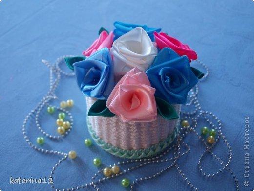Этот мини букетик я сделала в подарок! В плетении корзиночки использована бельевая веревка, зубочистки и картон! фото 1