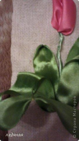 Решила рассказать как я вышиваю тюльпанчик-бутончик лентами! Итак : используем ленту 25мм и иглу с широким ушком. Выводим ленту с изнанки на лицо фото 14