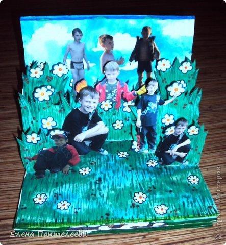 С ностальгии по детским книжкам, придумала объемные конструкции для летнего фотоальбомчика. Раскрашенные заготовки отсканировала и распечатала и получилось это... фото 5