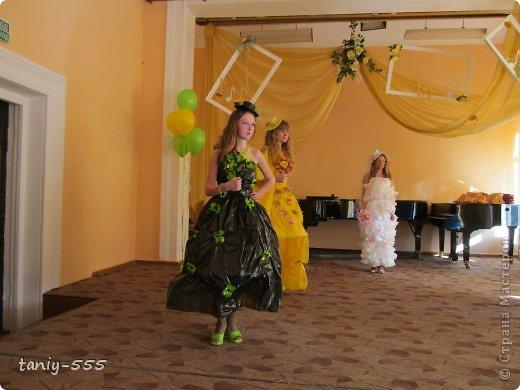 Гардероб Моделирование конструирование эко стиль платья из пакетов и из мого ещё чего Бутылки пластиковые Материал бросовый Скотч фото 2