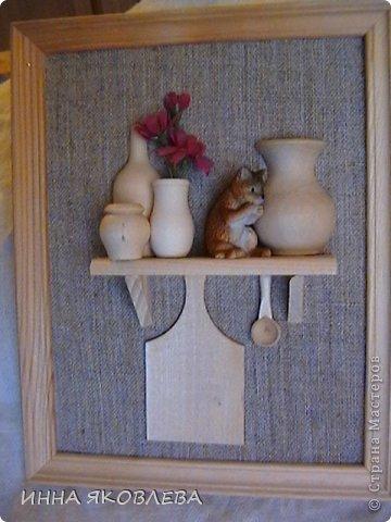 Тепло и уютно, когда на кухне живёт собственный домовой. А тут ещё коллажики: https://stranamasterov.ru/node/512613 Когда делаю подобные творения, как-будто опять в детстве в куклы играю: посудку расставляю, полочки вешаю, маленьким человечкам еду насыпаю! фото 4