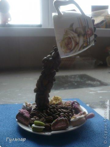 Так делаю это я.  Установила каркас из проволки,укрепленной на эпоксидный клей,дно выложила зернами кофе. фото 4