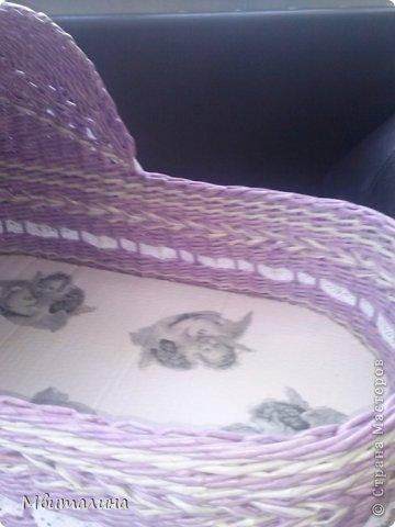 Добрый день мастера и мастерицы. Недавно я закончила заказ. И и хочу вам его показать.   Плету люлечки не первый раз, но эта была сложновата из-за размера. Ее размер длина 60 см, ширина 35 см, а высоту не успела измерить . Красила колер сиреневый (ВГТ) + грунтовка+ авквалак. Цвет получился нежный сиреневый, мой любимый цвет, в сочетании с белыми кружевами красиво смотрится. фото 3