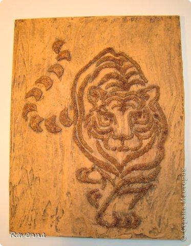 Вот такой котик получился, осталось лаком покрыть, но пока матового нет. Даже почти довольна цветом. На фото не очень видно, но тигр местами золотой.