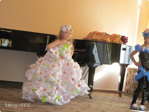 Гардероб Моделирование конструирование эко стиль платья из пакетов и из мого ещё чего Бутылки пластиковые Материал бросовый Скотч фото 14