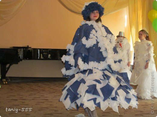 Гардероб Моделирование конструирование эко стиль платья из пакетов и из мого ещё чего Бутылки пластиковые Материал бросовый Скотч фото 24