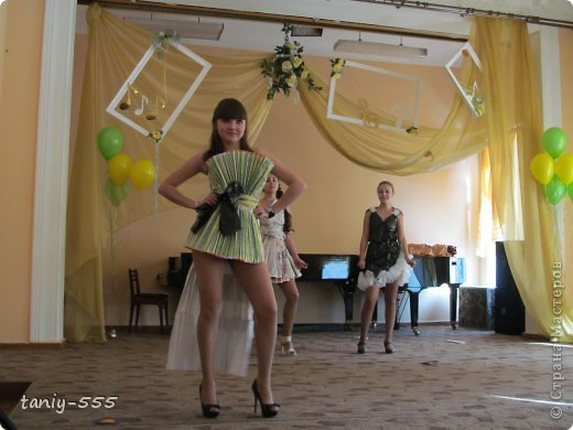 Гардероб Моделирование конструирование эко стиль платья из пакетов и из мого ещё чего Бутылки пластиковые Материал бросовый Скотч фото 20