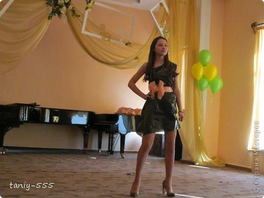 Гардероб Моделирование конструирование эко стиль платья из пакетов и из мого ещё чего Бутылки пластиковые Материал бросовый Скотч фото 21