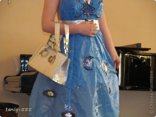 Гардероб Моделирование конструирование эко стиль платья из пакетов и из мого ещё чего Бутылки пластиковые Материал бросовый Скотч фото 25