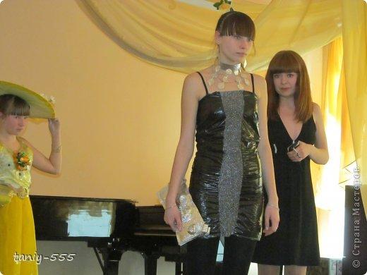 Гардероб Моделирование конструирование эко стиль платья из пакетов и из мого ещё чего Бутылки пластиковые Материал бросовый Скотч фото 29