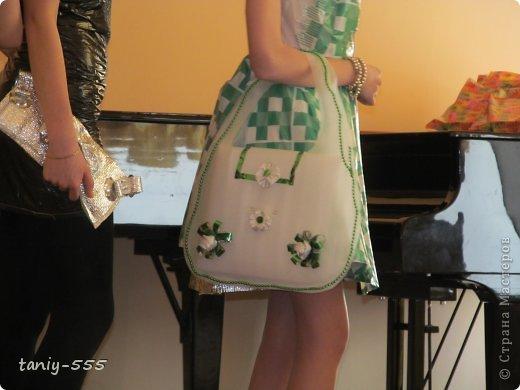 Гардероб Моделирование конструирование эко стиль платья из пакетов и из мого ещё чего Бутылки пластиковые Материал бросовый Скотч фото 28