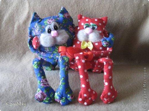 """Весна... Март... И конечно же, коты... Вот они - мои мартовские коты-обнимашки. Сшиты по очень простой выкройке с сайта """"Pretty toys"""". К сожалению, скачивала выкройку давно, куда-то уже загнала в свои архивы, поэтому не могу её выложить, но думаю, найти её на сайте нет проблем... фото 2"""
