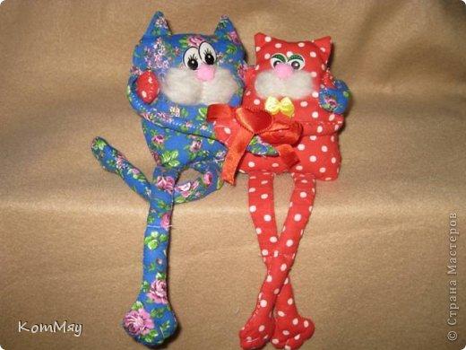 """Весна... Март... И конечно же, коты... Вот они - мои мартовские коты-обнимашки. Сшиты по очень простой выкройке с сайта """"Pretty toys"""". К сожалению, скачивала выкройку давно, куда-то уже загнала в свои архивы, поэтому не могу её выложить, но думаю, найти её на сайте нет проблем... фото 3"""