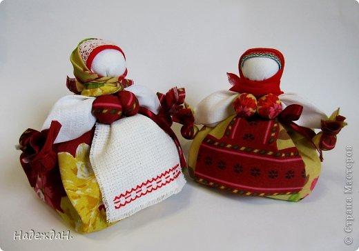 Приглашаю полюбоваться куклами которые у меня получились. Мне самой и удивительно и радостно. И они действительно волшебные. Может они не совсем по правилам, но хорошим настроением и и пожеланиями наполнены в полной мере. фото 3