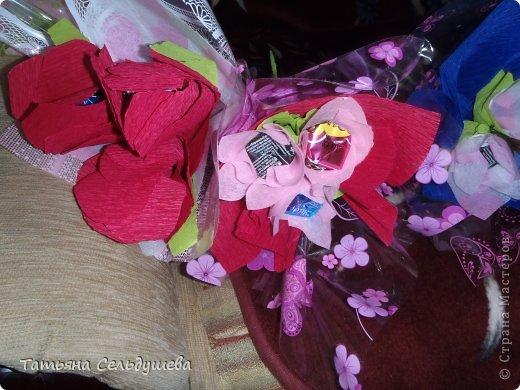 Мой первый заказ)))))конфетные букетики, я их духами побрызгала- потому что по привычке мы их к носу подносим, дабы аромат почуствовать))))Всем одаренным таким букетиком девушкам понравилось))) фото 2