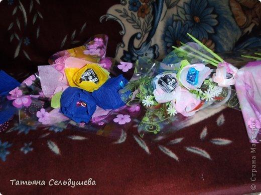Мой первый заказ)))))конфетные букетики, я их духами побрызгала- потому что по привычке мы их к носу подносим, дабы аромат почуствовать))))Всем одаренным таким букетиком девушкам понравилось))) фото 3