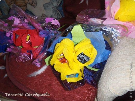 Мой первый заказ)))))конфетные букетики, я их духами побрызгала- потому что по привычке мы их к носу подносим, дабы аромат почуствовать))))Всем одаренным таким букетиком девушкам понравилось))) фото 5