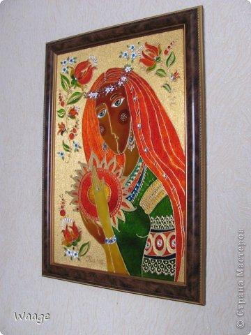 Привет, родная Страна!  Сегодня я к вам с очередным витражом. Девушку подсмотрела на батике Людмилы Соболь, но у меня она с косичкой, венком и драгоценными украшениями :-) фото 7