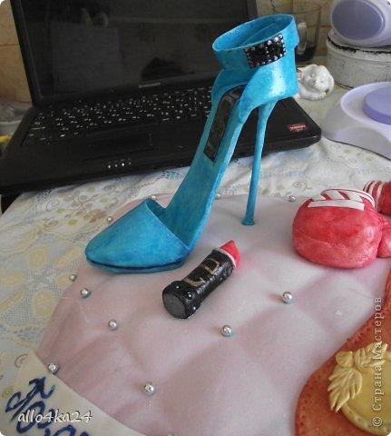 попросили сделать одну подушку на двоих, только чтобы и туфля и перчатки))) фото 2