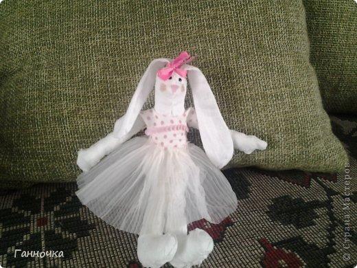 Такую зайку я сделала в подарок сестренке на 8 марта. Это - моя первая тильда.