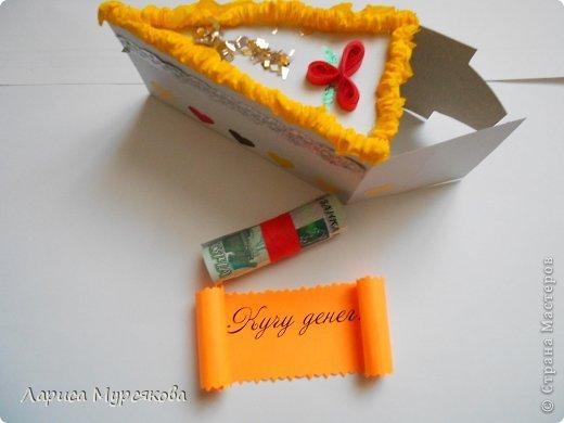 """Доброе время суток, жители любимой страны! Вот я с очередным творением. Сестру младшую на День рождения  захотелось удивить, и """"приготовила"""" тортик, для начинки использовав приятные мелочи. Сестра осталась довольна. Подобный тортик увидела давно, только все повода не было для воплощения. http://moerukodelie.blogspot.ru/2012/03/blog-post_26.html     http://www.artfrank.ru/recipes/323-отсюда скачала шаблон для распечатки кусочков. фото 4"""