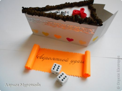 """Доброе время суток, жители любимой страны! Вот я с очередным творением. Сестру младшую на День рождения  захотелось удивить, и """"приготовила"""" тортик, для начинки использовав приятные мелочи. Сестра осталась довольна. Подобный тортик увидела давно, только все повода не было для воплощения. http://moerukodelie.blogspot.ru/2012/03/blog-post_26.html     http://www.artfrank.ru/recipes/323-отсюда скачала шаблон для распечатки кусочков. фото 5"""