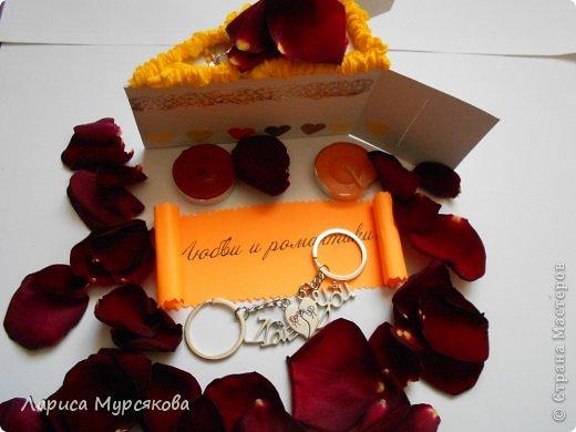 """Доброе время суток, жители любимой страны! Вот я с очередным творением. Сестру младшую на День рождения  захотелось удивить, и """"приготовила"""" тортик, для начинки использовав приятные мелочи. Сестра осталась довольна. Подобный тортик увидела давно, только все повода не было для воплощения. http://moerukodelie.blogspot.ru/2012/03/blog-post_26.html     http://www.artfrank.ru/recipes/323-отсюда скачала шаблон для распечатки кусочков. фото 10"""