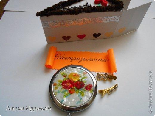 """Доброе время суток, жители любимой страны! Вот я с очередным творением. Сестру младшую на День рождения  захотелось удивить, и """"приготовила"""" тортик, для начинки использовав приятные мелочи. Сестра осталась довольна. Подобный тортик увидела давно, только все повода не было для воплощения. http://moerukodelie.blogspot.ru/2012/03/blog-post_26.html     http://www.artfrank.ru/recipes/323-отсюда скачала шаблон для распечатки кусочков. фото 11"""