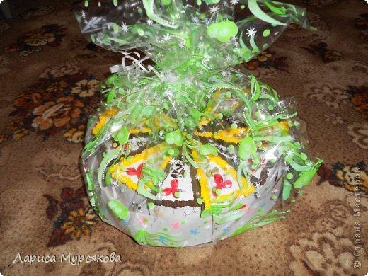 """Доброе время суток, жители любимой страны! Вот я с очередным творением. Сестру младшую на День рождения  захотелось удивить, и """"приготовила"""" тортик, для начинки использовав приятные мелочи. Сестра осталась довольна. Подобный тортик увидела давно, только все повода не было для воплощения. http://moerukodelie.blogspot.ru/2012/03/blog-post_26.html     http://www.artfrank.ru/recipes/323-отсюда скачала шаблон для распечатки кусочков. фото 16"""