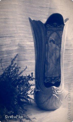 Какое-то время в рассылках постоянно приходили фото венского фарфора. Он такой нежный, красивый, что мне захотелось сделать что-то, хоть отдаленно похожее на те прекрасные произведения искусства. Вот, что получилось у меня....  К сожалению, фотоаппарат не работал, приходилось снимать на телефон, а перефотографировать уже не могу: ваза подарена. Это она в винтежном стиле фото 1