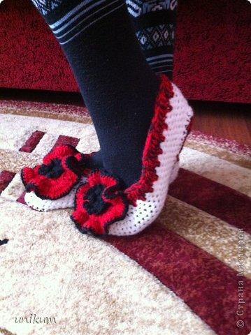 Наконец связала балетки по МК Ирины Качуковой огромное ей спасибо. Вязала крючком впервые. Подарок молодой коллеге. Снимала на телефон фото получились не удачные фото 3