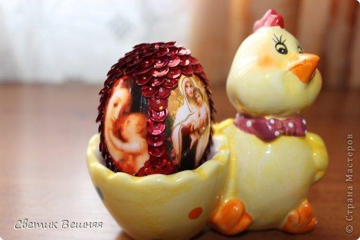 ничего умней не могла придумать, чем украсить яйца пайетками))) но получилось ооочень даже ничего фото 3