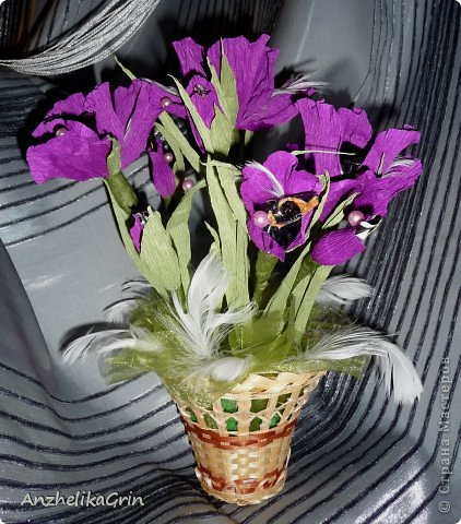 На день рождения брата решила сделать строгие цветы Ирисы в фиолетовой гамме. фото 3