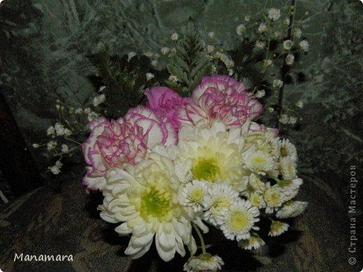 И снова здравствуйте! :) Хочу поделиться с Вами МК увлекающим не только для взрослых, но и для деток. Моему сокровищу 6 лет, но любит ВСЕ :). К 23 февраля мы делали букетики. Цветочки покупали в обычном ларьке цветочном, правда покупали те, которые поломанные и не кондишион.... И вот что получилось :). Нам нужны: цветы флористическая губка емкость (ваза, чаша и т.п.) и водчика фото 13